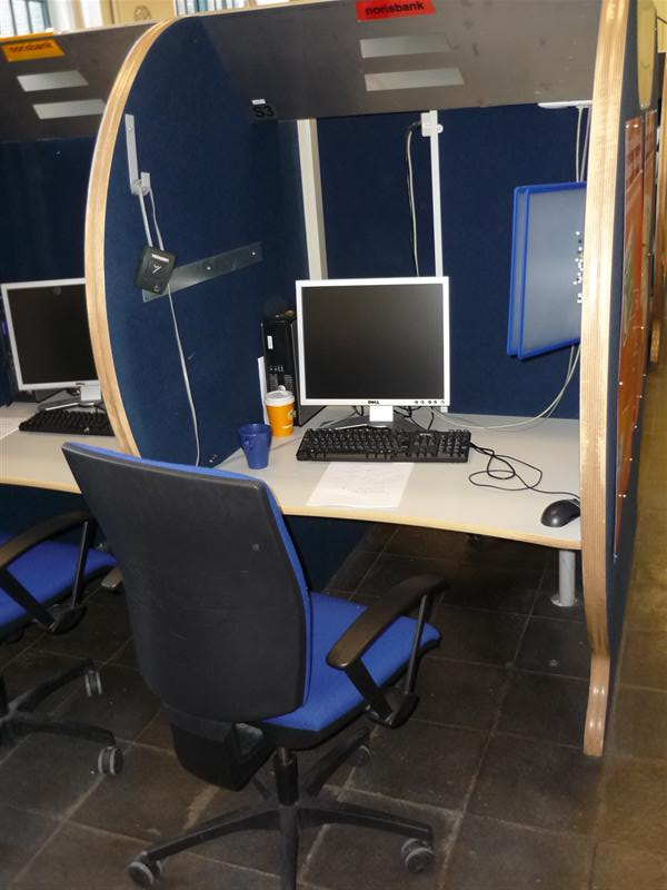 internet cafe callcenter tische kabinen 20x vorhanden. Black Bedroom Furniture Sets. Home Design Ideas