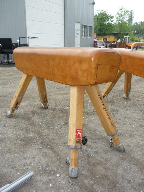 altes pauschenpferd turnpferd patina leder shabby vintage pferd braunschweiger ebay. Black Bedroom Furniture Sets. Home Design Ideas